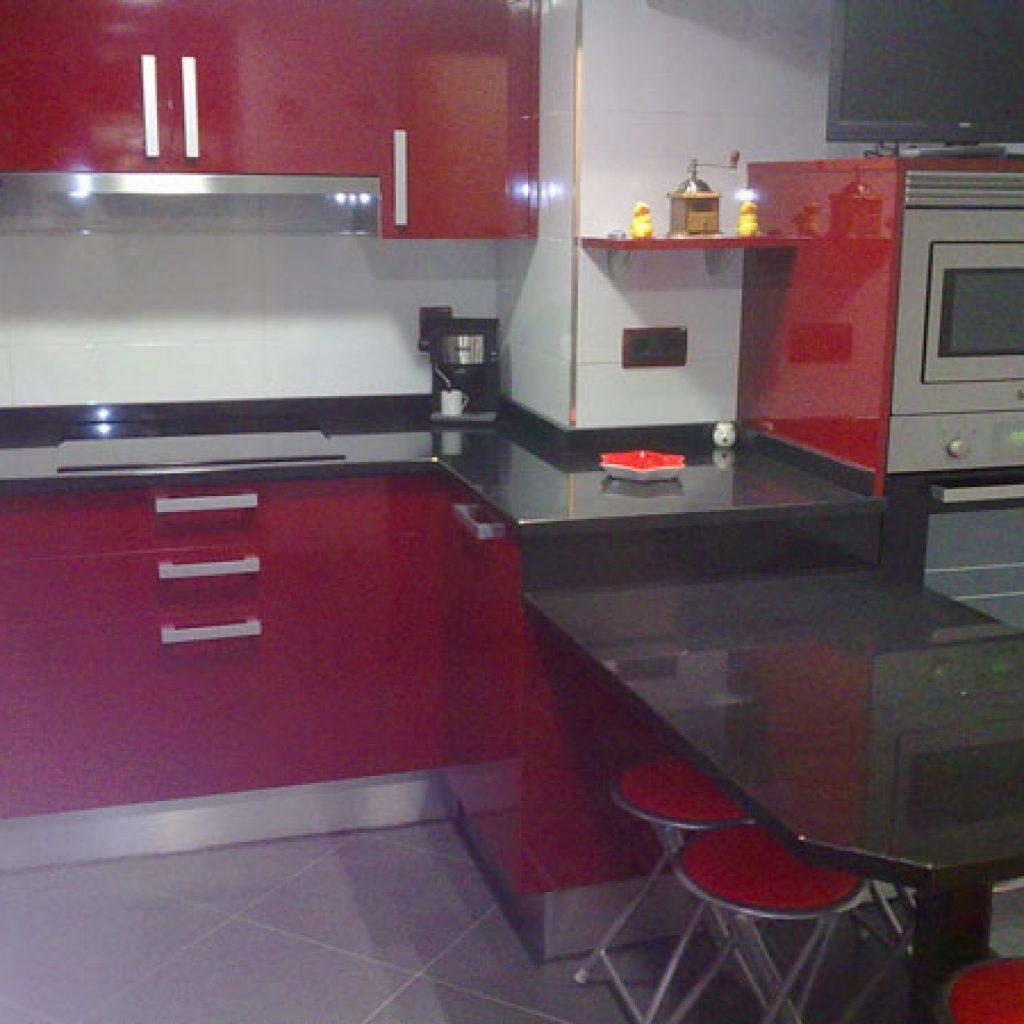 Cocina negra y roja fabulous muebles with cocina negra y for Cocina blanca encimera roja