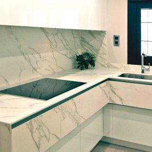 cocinas-modernas-blancas-con-marmol